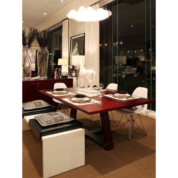EDGE-DINING-TABLE