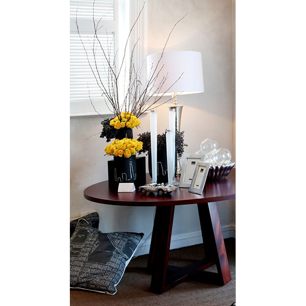 EDGE-ROUND-DINING-TABLE